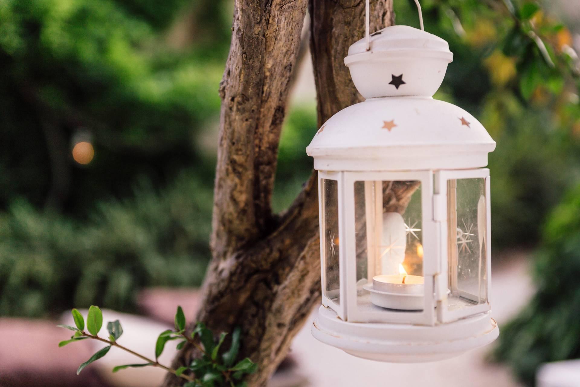 Dettaglio di lanterna nel Giardino Storico