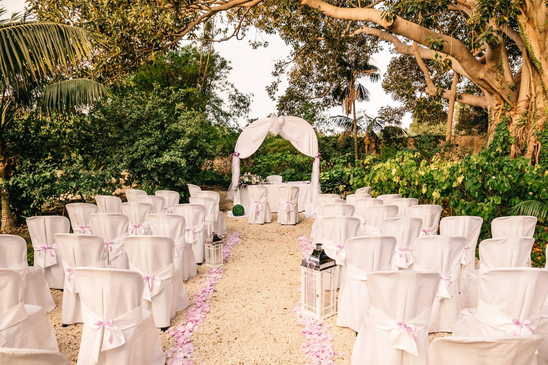 Allestimento cerimonia nel Giardino Storico