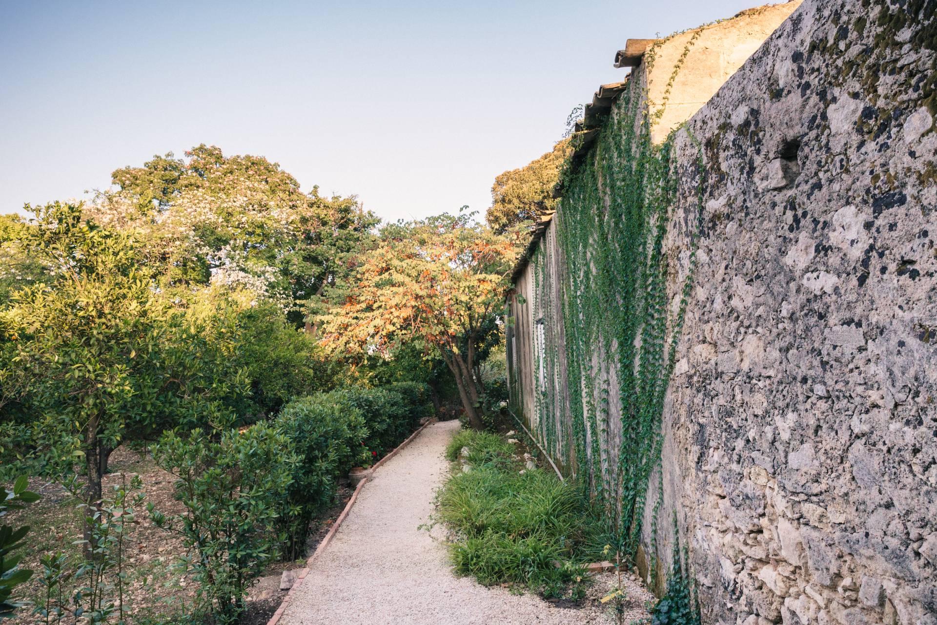 Giardino storico, vialetto di accesso